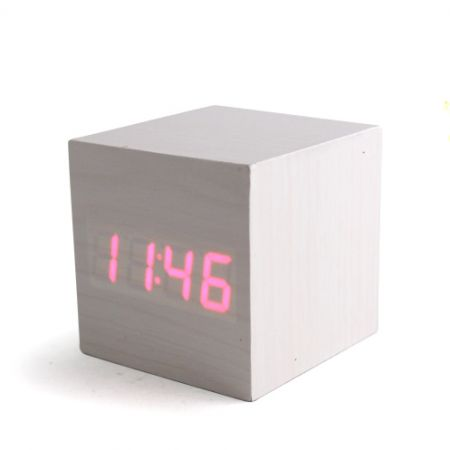 """Часы-будильник """"Деревянный Куб"""" белое дерево красные цифры"""