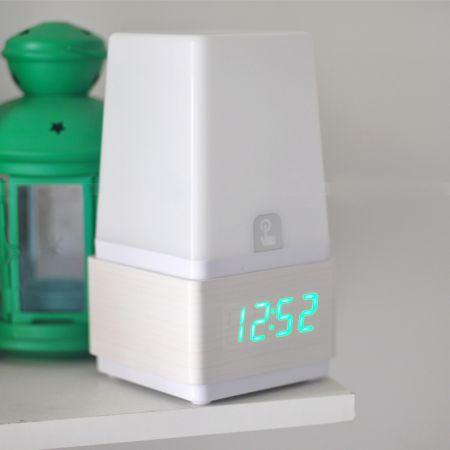Часы-ночник с будильником и звуковой активацией белое дерево зеленые цифры